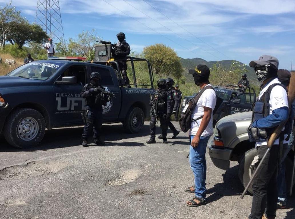 Agentes detienen a 45 supuestos policías comunitarios en el sur de México