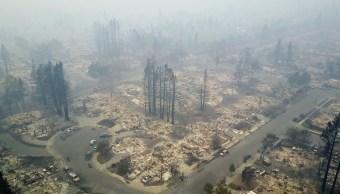Incendios dejan 21 muertos y edificios destruidos California