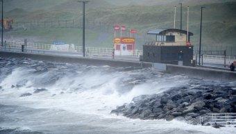 Fuerte oleaje en Clare, Irlanda, por efectos de la tormenta Ofelia