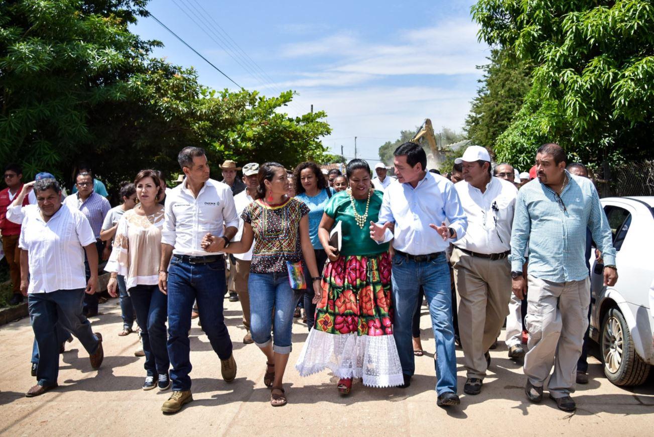 Niña llora frente a Osorio al recordar sismo de Oaxaca