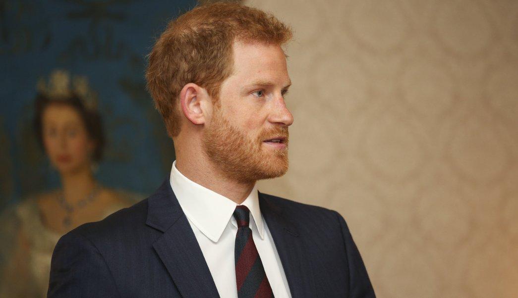 El príncipe Enrique durante inauguración de asociación para mejorar salud mental