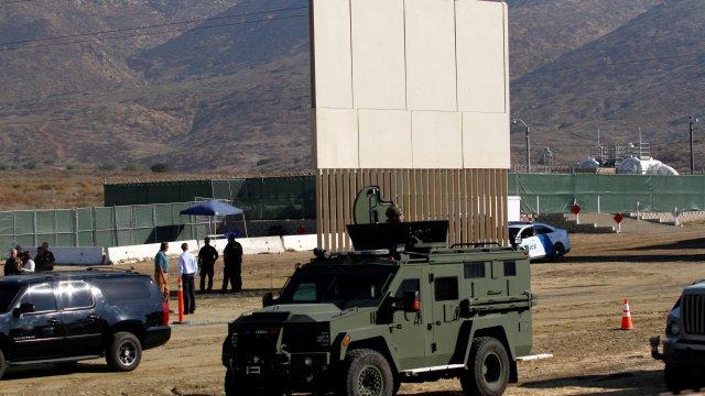 Altura de prototipos del muro fronterizo los hace impenetrables, informa AP