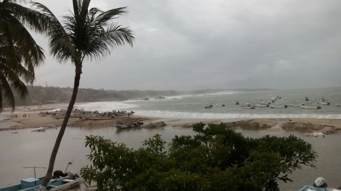 puerto escondido es afectado por lluvias