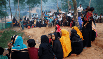 Refugiados rohinyás esperan ayuda humanitaria en Bangladesh