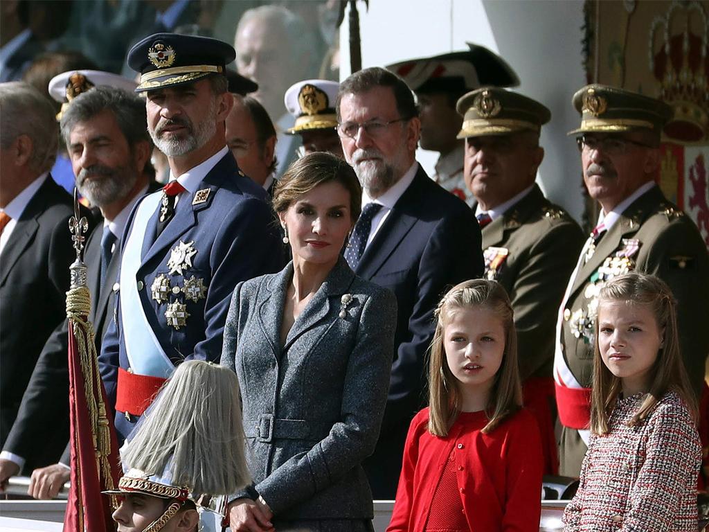 Rajoy activa el artículo 155 y aprueba reformar la Constitución