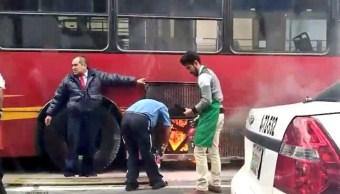 Se incendia Metrobús en Insurgentes Sur