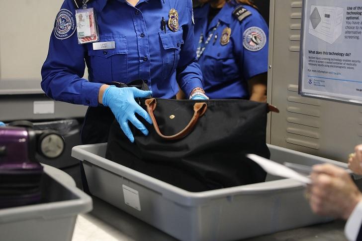Distintas aerolíneas empiezan a interrogar a pasajeros que vuelan a EEUU