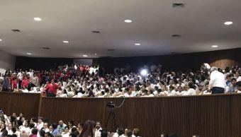 Grupos antagónicos de la SNTE protagonizan zafarrancho en congreso de Sinaloa