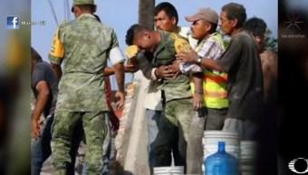 Soldado que llora entre escombros también es damnificado