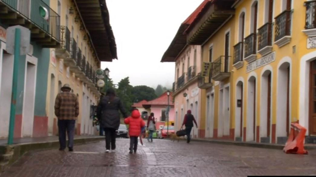 Sorprende frío, lluvia y viento helado a habitantes de Hidalgo