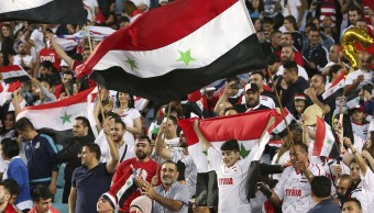 en medio guerra siria fans animan seleccion futbol