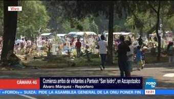 Flores dan color al Panteón San Isidro de Azcapotzalco, en la CDMX