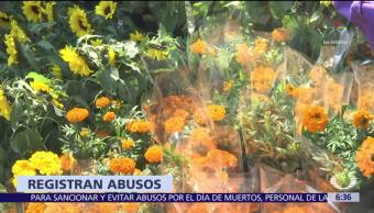 México celebra Día de Muertos, en algunos panteones suben precios del cempasúchil