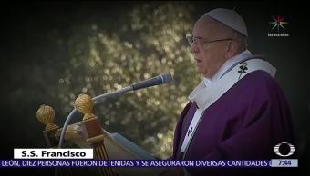 El papa Francisco rinde homenaje a víctimas de las guerras