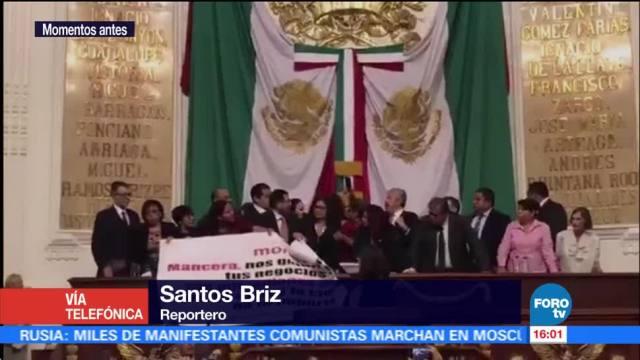 Diputados de Morena toman la tribuna de la ALDF