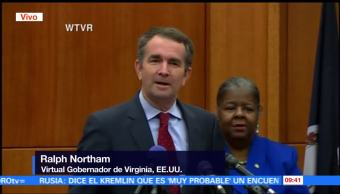 Ralph Northam pronuncia discurso tras ganar la gubernatura de Virginia