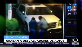 Cámara capta robo de autopartes en la colonia Del Valle, CDMX