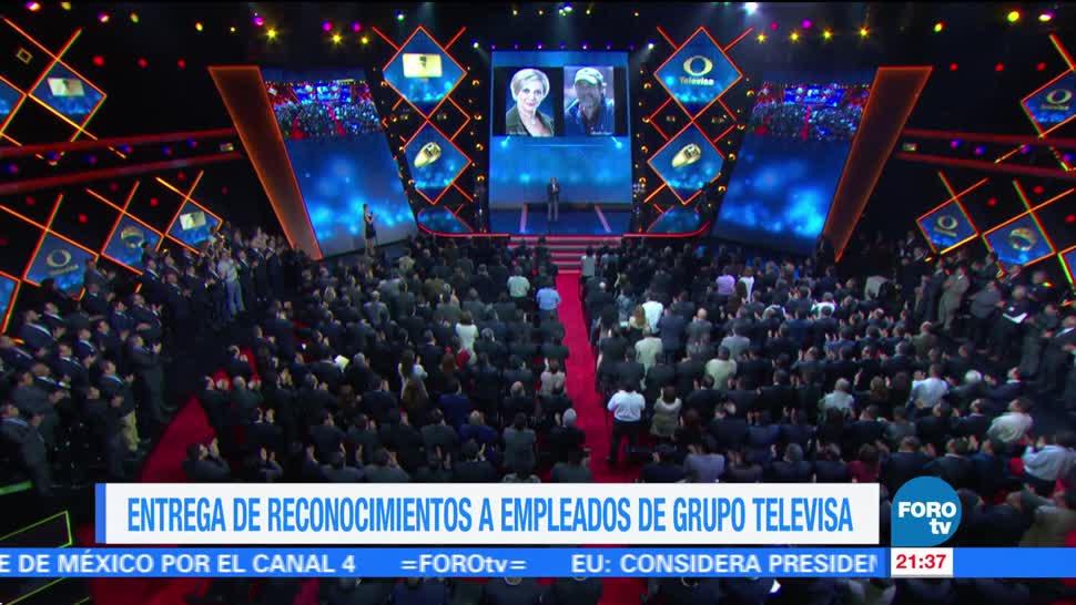 Entrega de reconocimientos a empleados de Grupo Televisa