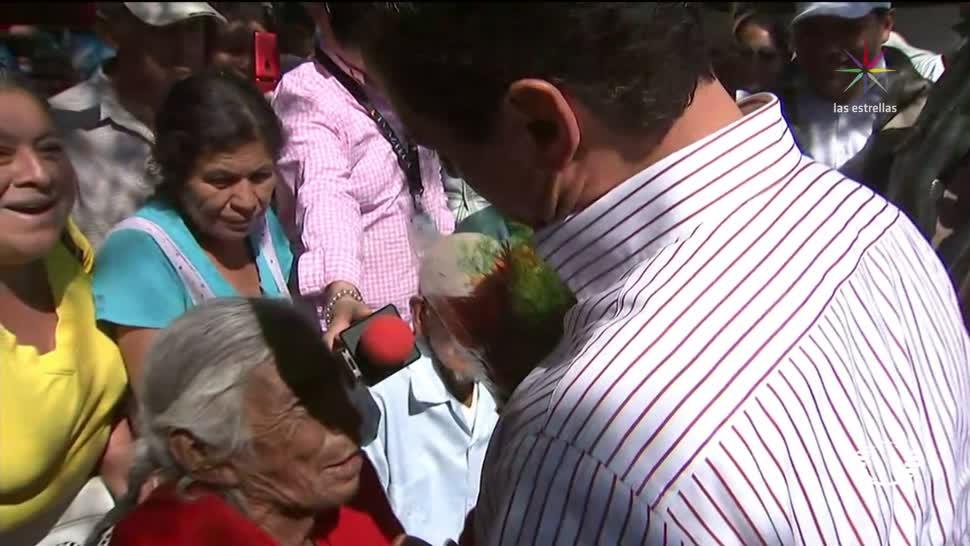 EPN entrega ayuda a damnificados en Morelos