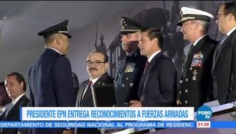 EPN entrega reconocimientos a Fuerzas Armadas