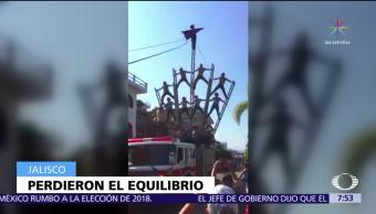 Bomberos se lastiman durante acrobacia en Puerto Vallarta