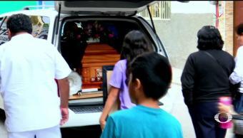 Despiden a la niña hallada en una cuneta en Guerrero