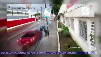 Camioneta atropella a repartidor de periódicos en Tabasco