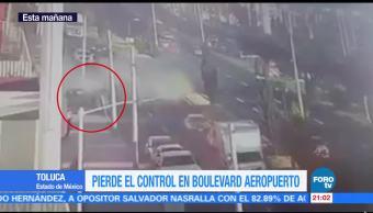 Automovilista pierde control y choca en Boulevard Aeropuerto