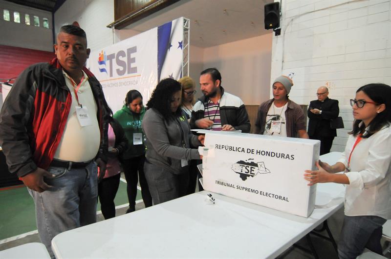 Abren mesas de votación en Honduras para elecciones generales