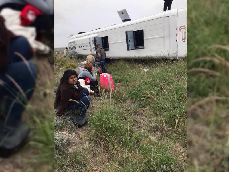 Dos muertos y 10 lesionados deja volcadura de autobús en Coahuila