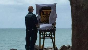 Paramédicos permiten ver el mar a una mujer moribunda en Australia