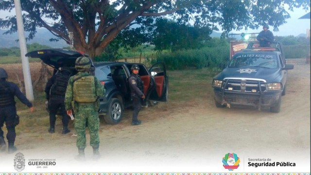 Aseguran armamento y droga en Zihuatanejo, Guerrero