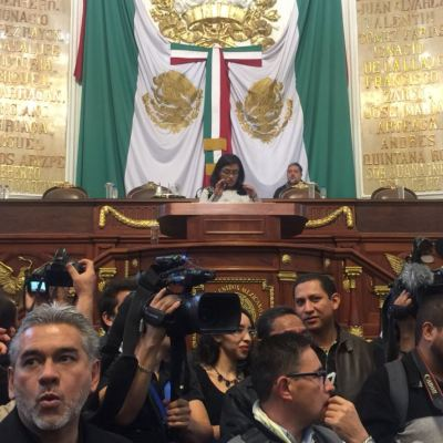 Legisladores morenistas revientan sesión en la ALDF