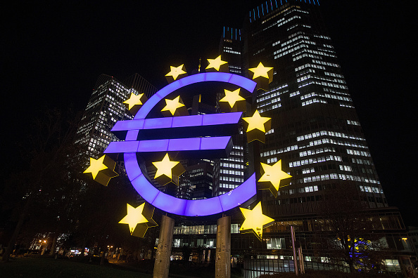 BCE, dividido sobre compras de activos