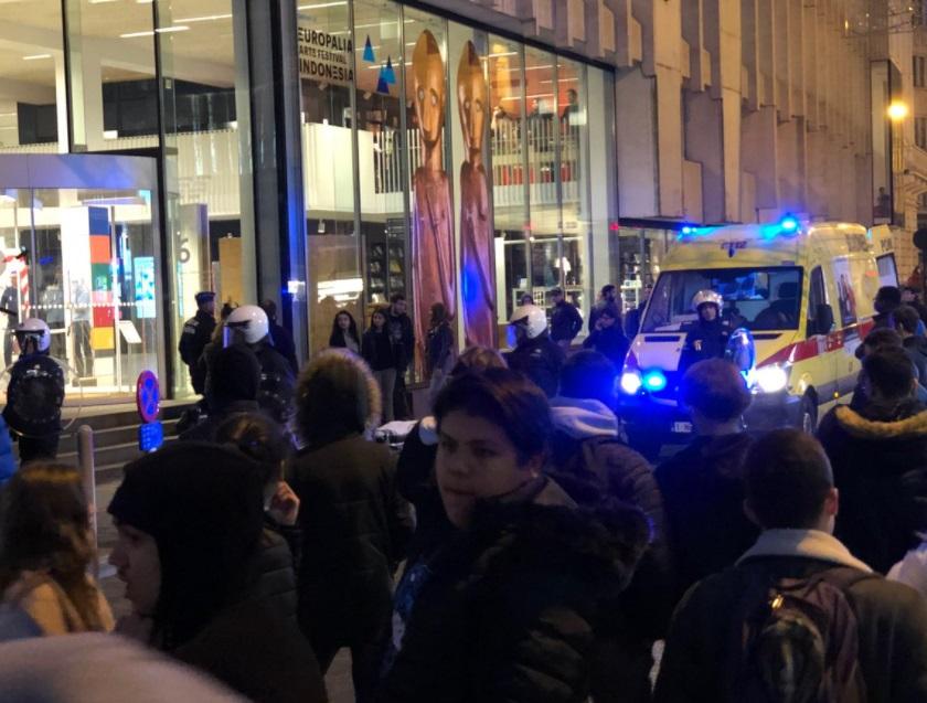 Termina en disturbios mitin de jóvenes en Bruselas, Bélgica