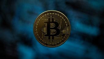 Bitcoin pasa la barrera de los 8,000 dólares