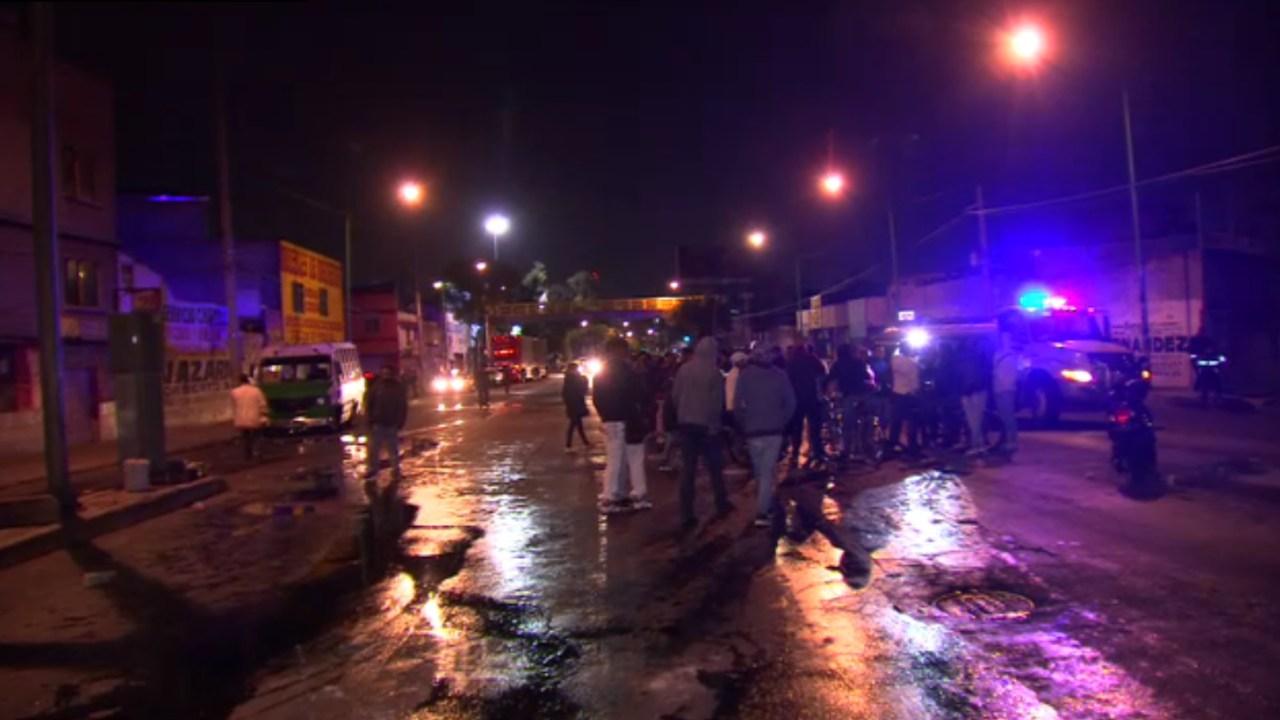 vecinos de la gam bloquean avenida 100 metros
