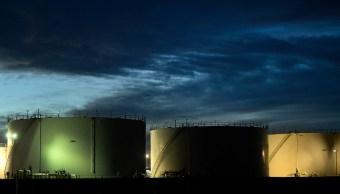 Caída de reservas estadounidenses impulsan los precios del petróleo