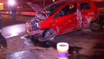 Automóvil brinca muro y causa carambola en Circuito Interior en CDMX
