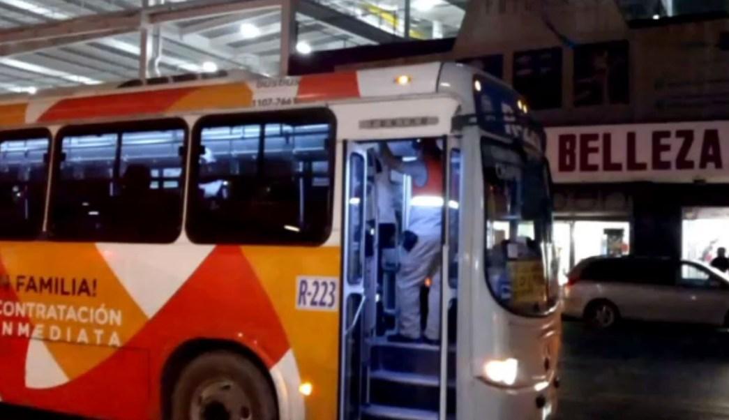 Choque entre camiones urbanos en Monterrey deja al menos tres heridos