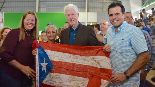 Bill Clinton lleva ayuda a Puerto Rico a dos meses de 'María'