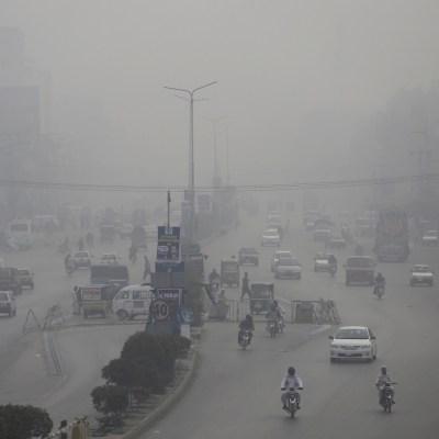 Ante contaminación millones de ciudadanos exigen a gobiernos respirar aire más limpio