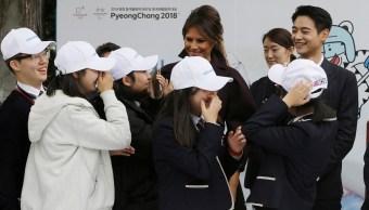 Estrella de pop roba reflectores a Melania Trump en Corea del Sur