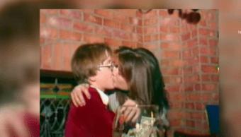 Demi Moore besó largamente al menor de edad