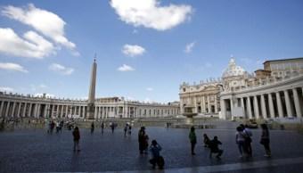Vaticano acusa al exdirector de su banco de malversación