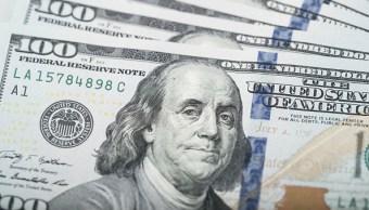 El dólar se vende en 18.99 pesos
