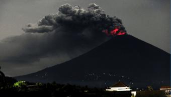 El volcán Agung en Indonesia se encuentra activo