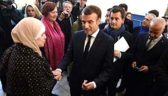 Macron anuncia plan combatir extremismo suburbios Francia