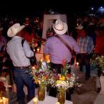 Etnia Mayo recibe con cantos y alabanzas a los fieles difuntos