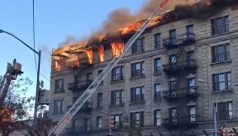 Incendio consume edificio apartamentos Nueva York